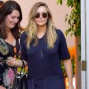 Elizabeth Olsen – Arriving to The in Style Gifting Suite in Brentwood - 454 x 681