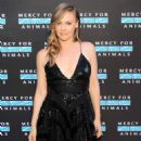 Alicia Silverstone – 2018 Mercy for Animals Gala in Los Angeles - 454 x 703
