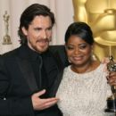 Christian Bale and Octavia Spencer At The 84th Annual Academy Awards - Press Room (2012) - 402 x 594