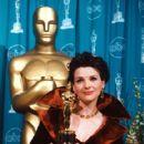 Juliette Binoche attend the 69th Annual Academy Awards ceremony March 24, 1997 - 419 x 600