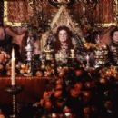Left to Right: John Bott as Orlando's Father, Quentin Crisp as Queen Elizabeth I, and Elaine Banham as Orlando's Mother. Photo taken by Liam Longman © 1992, Courtesy of Sony Pictures Classics - 454 x 299
