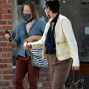 Jodie Foster – With Alexandra Hedison – Out for a lunch at Gjelina in Venice - 454 x 710