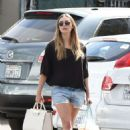 Elizabeth Olsen in Shorts at grocery shopping in Los Angeles - 454 x 674