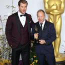 Chris Hemsworth and the winner Glenn Freemantle At The 86th Annual Academy Awards (2014) - 407 x 594