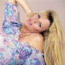 Kim Basinger - 454 x 457