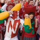 """(L-r) Carl (JIM CARREY) and Allison (ZOOEY DESCHANEL) cheer on the Nebraska Cornhuskers in Warner Bros. Pictures' and Village Roadshow's comedy """"Yes Man,"""" distributed by Warner Bros. Pictures. Photo by Melissa Moseley"""