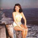 Yvonne DeCarlo - 454 x 614