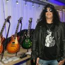 Slash  at the Las Vegas Convention Center on January 9, 2018 in Las Vegas, Nevada - 454 x 371