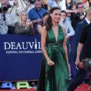 Berenice Bejo – Good time premiere – 2017 Deauville American Film Festival - 454 x 681