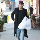 Evan Ross stops to pick up some lunch to go in Sherman Oaks, California on December 19, 2014 - 434 x 594