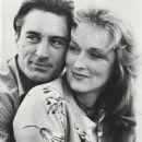 Meryl Streep and Robert De Niro in Falling in Love (1984) - 454 x 590