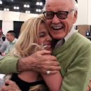 Sweet Hug Between Stan Lee And Sabrina A. Parisi - 408 x 360