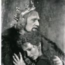 Richard Harris in the 1980 National Tour And Broadway Bound CAMELOT - 454 x 568