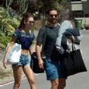 Tatiana Dieteman and Tobey Maguire – Seen on the beach in Malibu - 454 x 607
