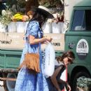 Abigail Spencer – Sets up her floral company at the farmer's market in Montecito - 454 x 599