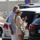 Sophie Monk out for lunch in Mallorca - 454 x 676