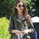 Lily Collins – Enjoys lunch at Alfred's in West Holywood