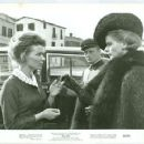 Ingrid Bergman, Irina Demick - 454 x 360
