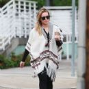 Hilary Duff running errands Out in Los Angeles October 17, 2016 - 454 x 591