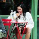 Eliza Doolittle at a vegetarian restaurant in London - 454 x 659