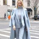 Karlie Kloss – Leaving Ralph Lauren Show in New York - 454 x 697