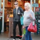 Amy Smart enjoys a day of shopping with her mom Judy in West Hollywood, California on December 15, 2014 - 454 x 589