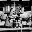 Elvis Presley, Mary Tyler Moore - 450 x 352