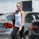 Margot Robbie heads to a gym in Los Angeles - 454 x 643