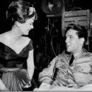 Letícia Román and Elvis Presley - 454 x 373