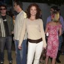 Dina Meyer - Austin Powers In Goldmember Premiere In Hollywood 2002-07-22 - 454 x 692