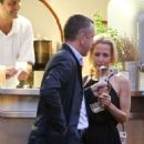 Gillian Anderson and Peter Morgan at a romantic dinner in Portofino - 454 x 620