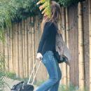 Olivia Wilde - Beverly Hills candids, 10.12.2010.