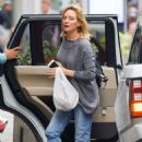 Uma Thurman in Jeans – Out and about in New York - 454 x 681