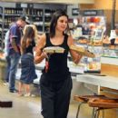 Kendall Jenner – Shopping in Los Angeles