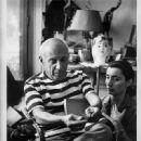 Pablo Picasso et Jacqueline a Cannes  - 450 x 586