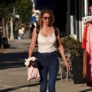Susan Holmes – Shopping in Los Angeles - 454 x 622