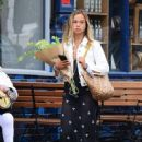 Amelia Windsor – Pictured with bouquet of flowers while out in London - 454 x 625