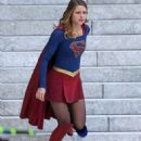 Melissa Benoist – 'Supergirl' Set in Vancouver 09/12/2016 - 454 x 681