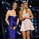 Kat Dennings (L) and Beth Behrs speak onstage at The 40th Annual People's Choice Awards at Nokia Theatre L.A. Live on January 8, 2014 in Los Angeles, California. - 454 x 699