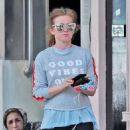Isla Fisher in Leggings – Out and about in London