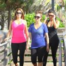Kim Kardashian: start off her day with a morning walk in sunny Miami