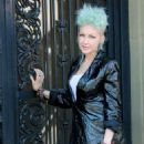 Cyndi Lauper – Filming Commercial in New York City - 454 x 901