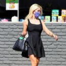 Holly Madison looks cute in black mini dress as she running errands - 454 x 681