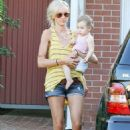Benicio Del Toro is a hands on dad as he helps Kimberly Stewart with daughter Delilah