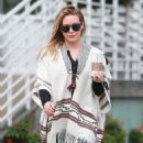 Hilary Duff running errands Out in Los Angeles October 17, 2016 - 454 x 600