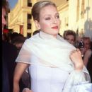 Uma Thurman At The 67th Annual Academy Awards - Arrivals (1995) - 349 x 466