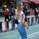 Hannah Ferguson – Arrives at Victoria's Secret Auditions in New York - 454 x 682