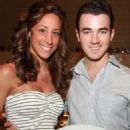 Kevin and Danielle Jonas enjoyed a romantic dinner last night, April 10, in Hollywood, FL.