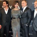 Skyfall Premiere: Javier Bardem, Bérénice Marlohe, Daniel Craig and the director Sam Mendes (2012) - 403 x 594