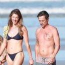 Gisele Bundchen in Black Bikini – Takes a Morning Walk on the Beach in Costa Rica - 454 x 902